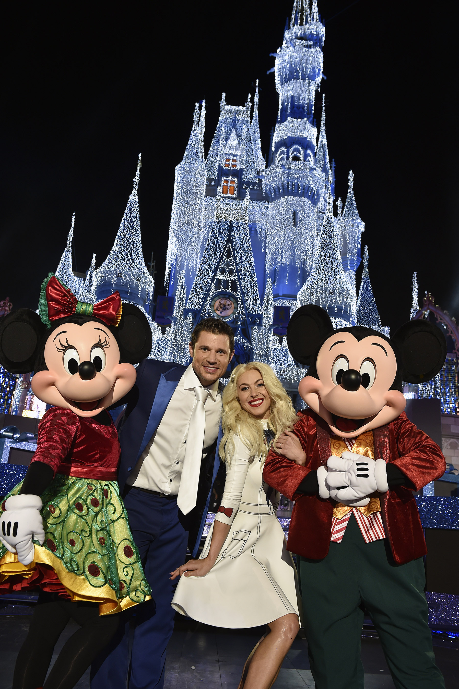 julianne hough and nick lachey pose with mickey mouse and minnie mouse at magic kingdom park